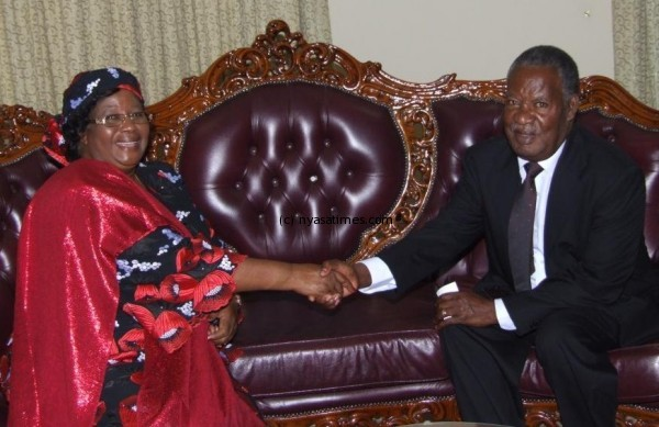Sata donates five million litres of fuel for Mutharika's funeral