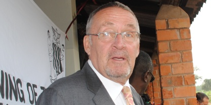 Scott dishes out money in Livingstone while accusing HH of giving voters money