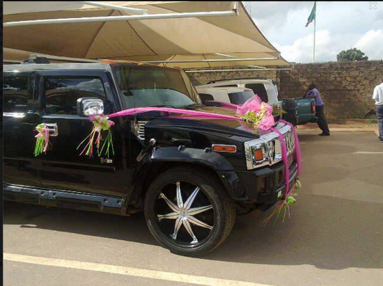 Traffic  police kick out couple from Hummer on wedding day