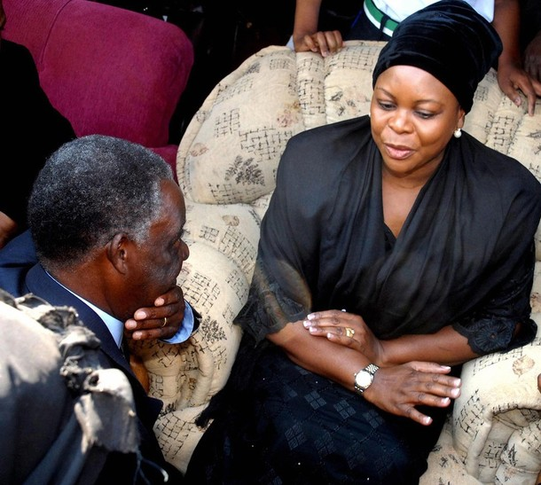 Zambian First Lady Maureen Mwanawasa (R)
