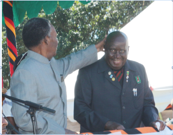 Photo of the day: Sata playing with KK's 90 year old bald head