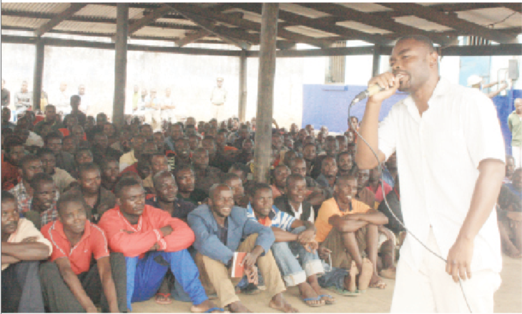 Kanene performing to prisoners