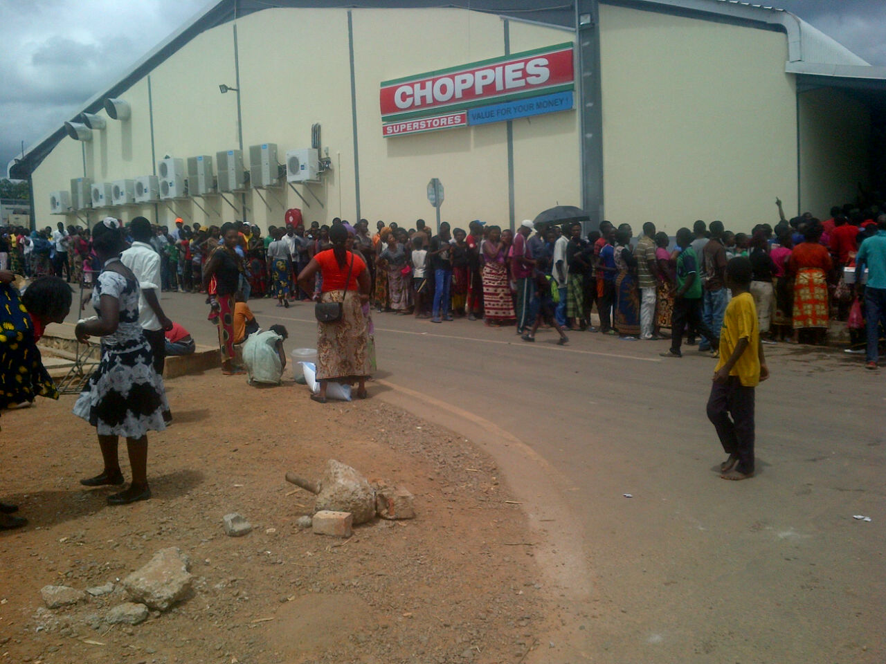 Photo of the day: millie meal queues in Chililabombwe