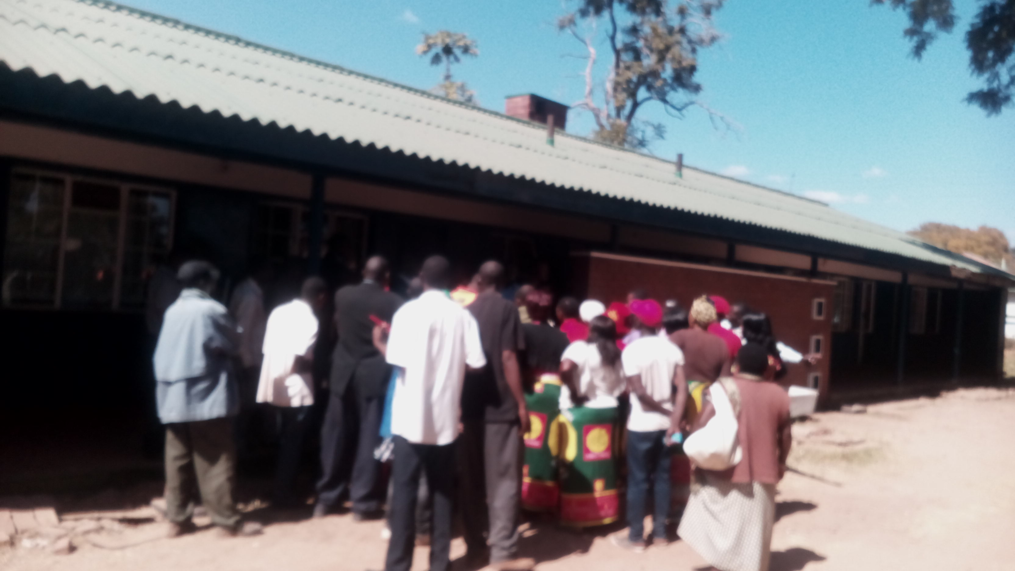 Saidi Chibwana's supporters throng Kabwe central police station