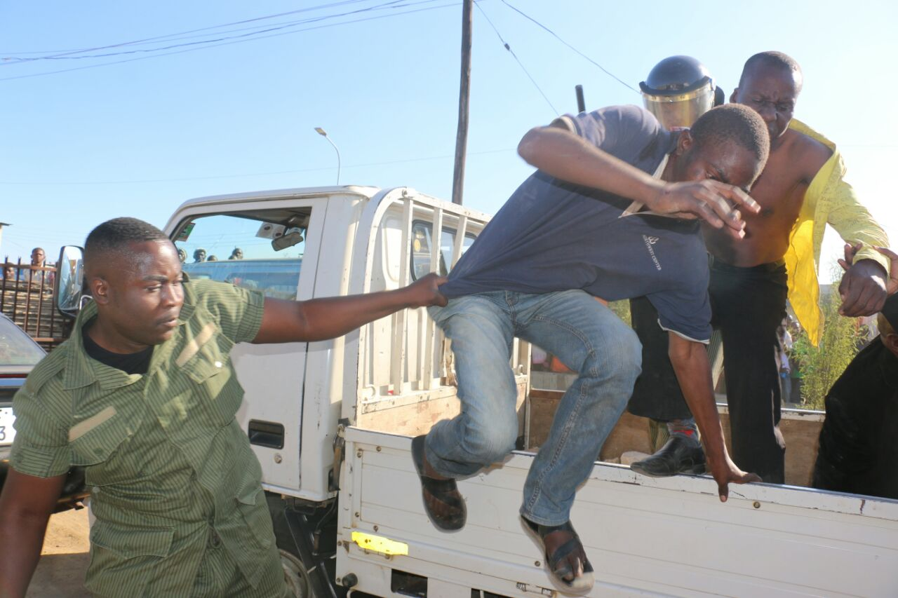 PF thugs beat, insult police officers