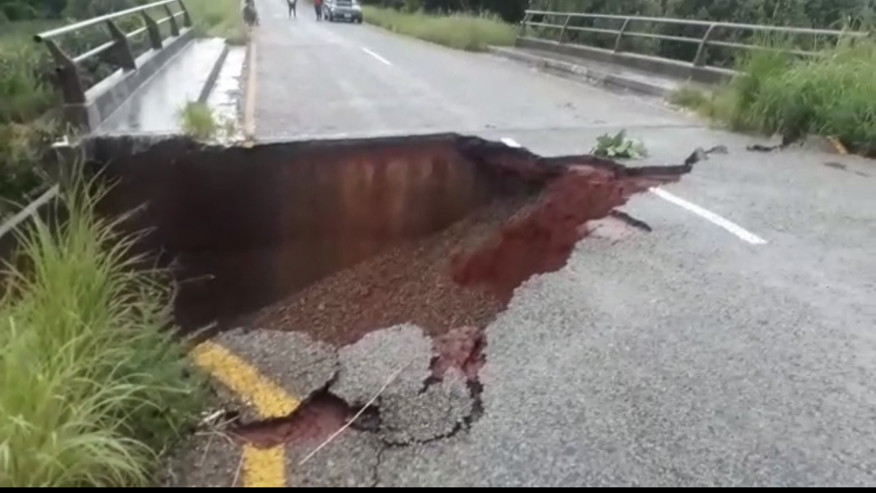 Another cheap, Chinese made road breaks up